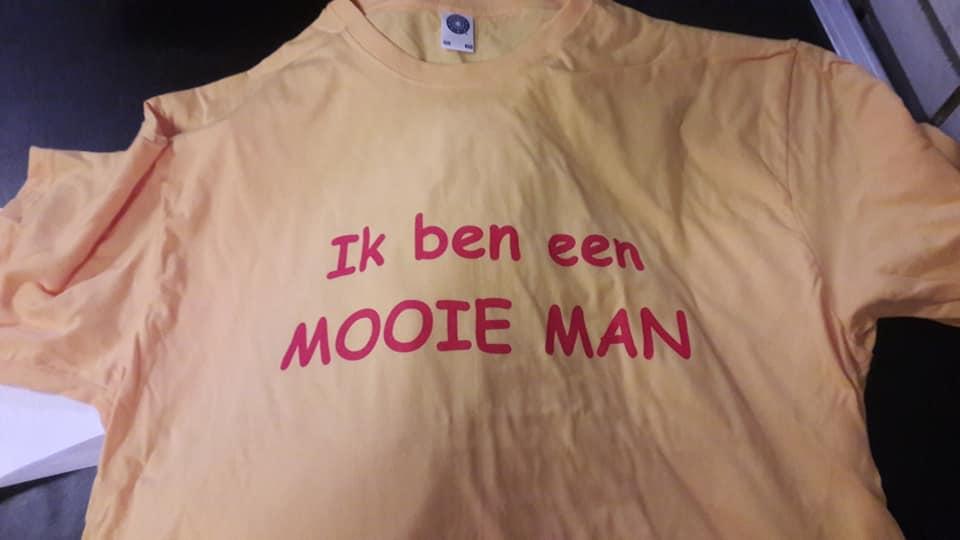 t-shirt mooie man